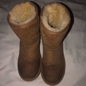 Low rise Ugg boots